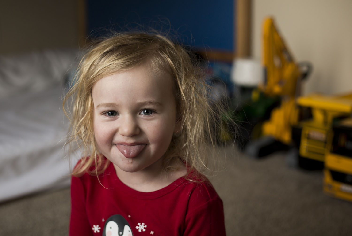 toddler sticking her tongue out in home lifestyle photographer family