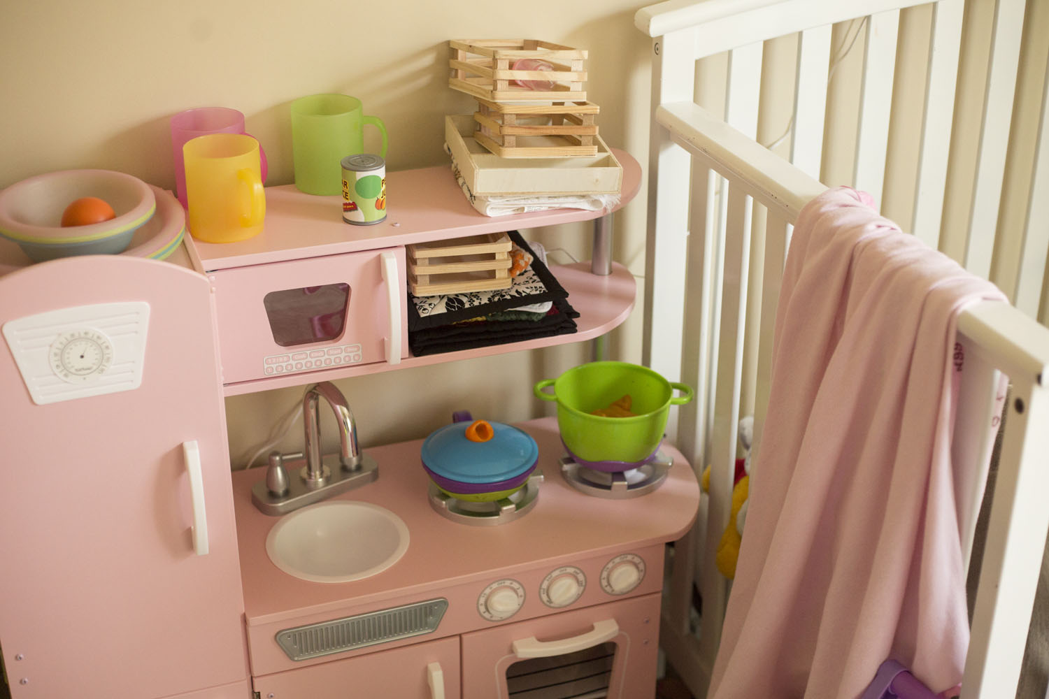 play kitchen pink documentary family photographer brooklyn
