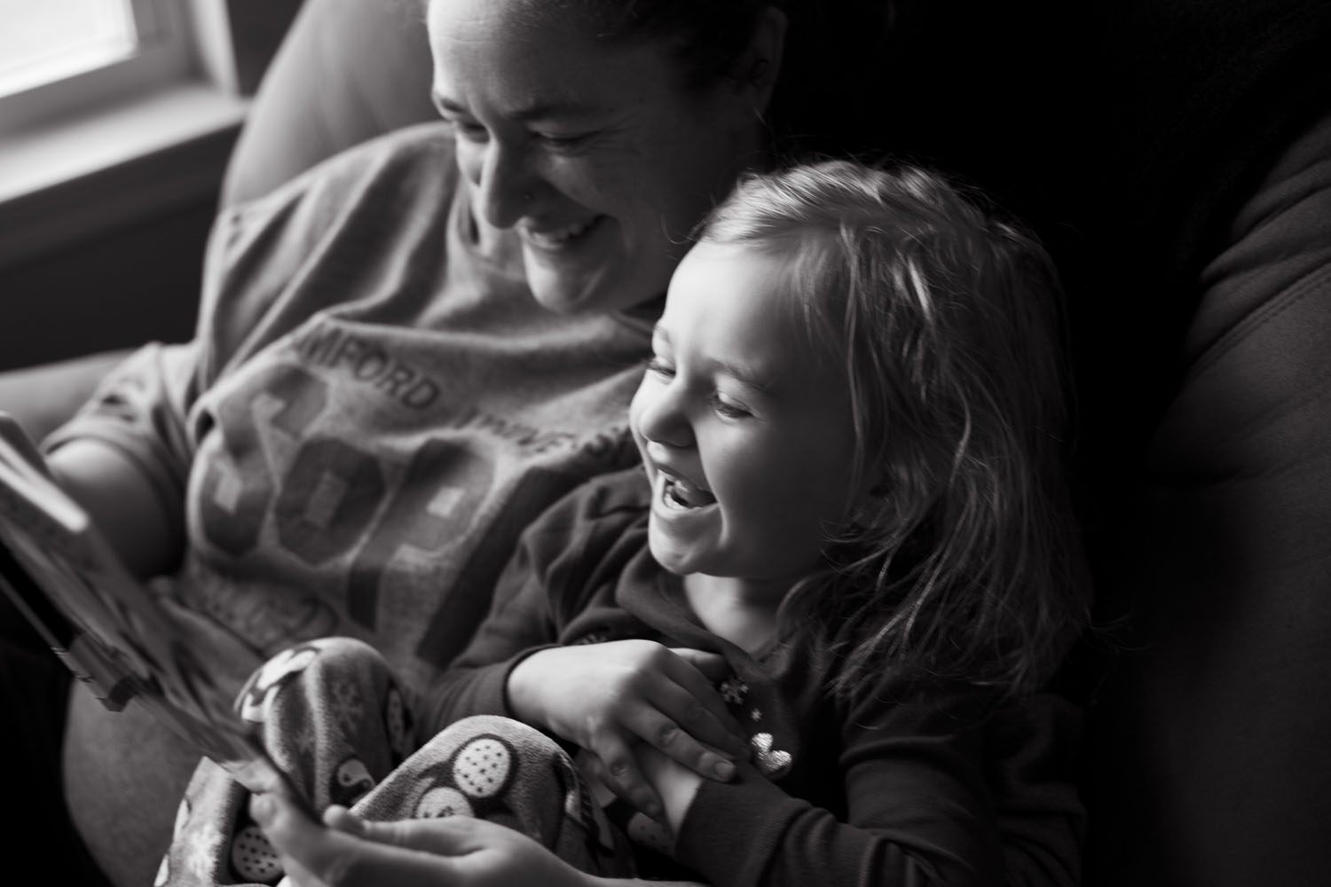 mom and daughter laughing brooklyn heights family photographer