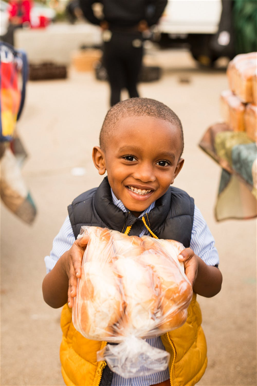 kid holding bread farmer's market photographer