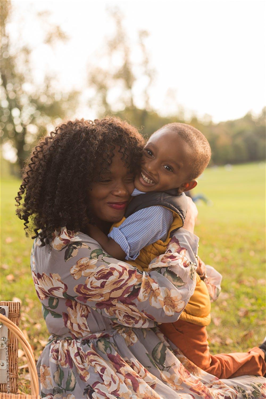 kid hugging mom toddler prospect park photographer