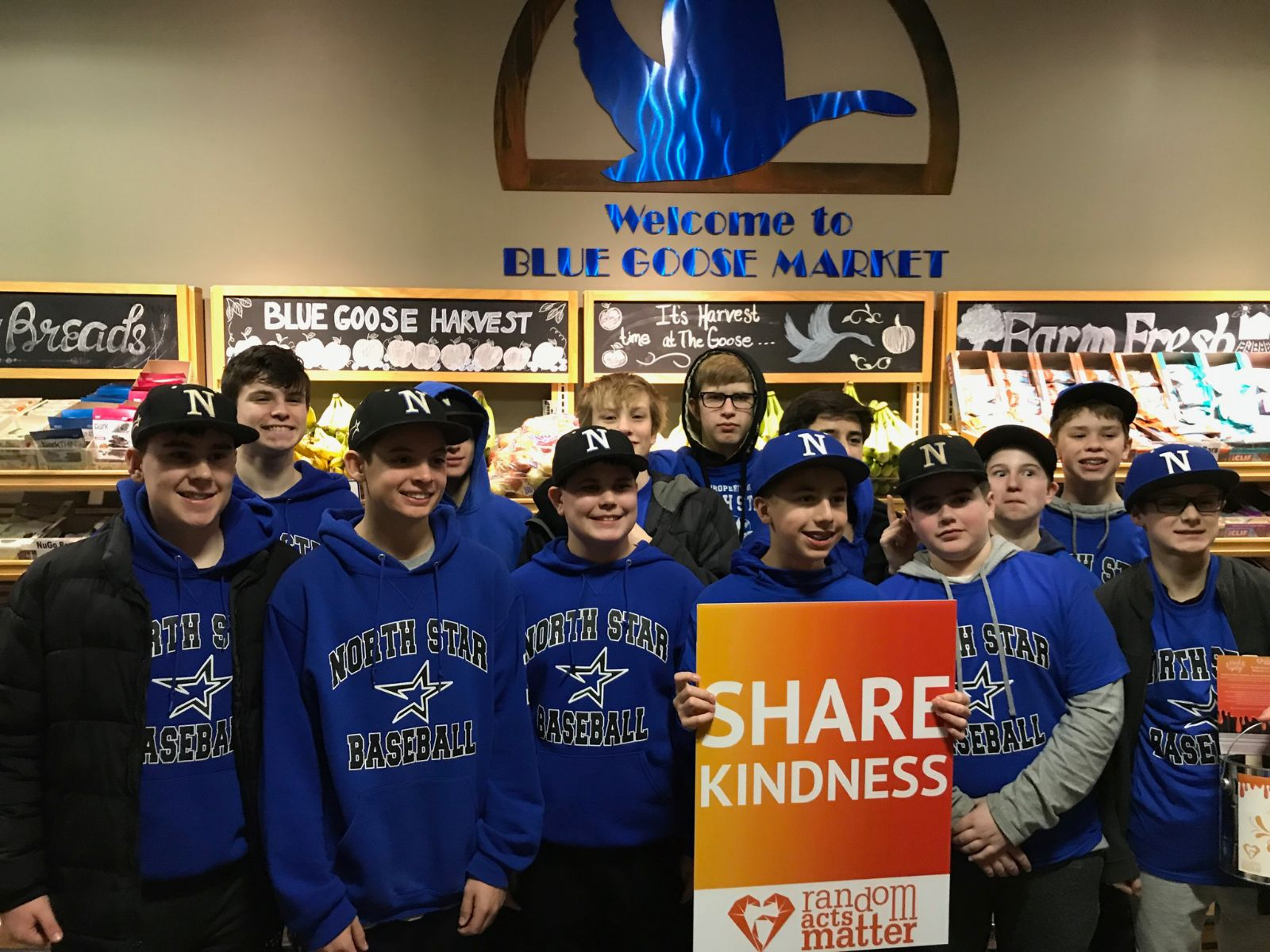 St. Charles North baseball players helped customers carry their groceries!! Great job guys!!
