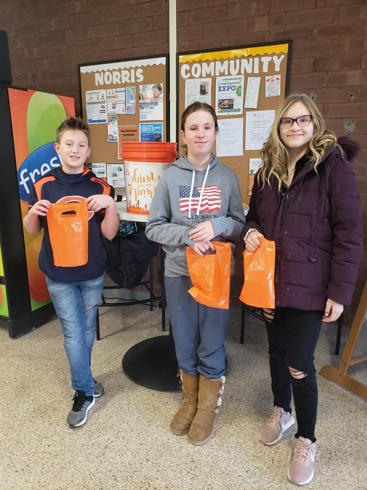 "Saturday morning some of our terrific volunteers handed out ""cuties"" oranges to folks at Norris Center!   We also shared ""cuties"" and water with people at XSport Fitness!  Our volunteers made lots of people smile!  Thanks!"