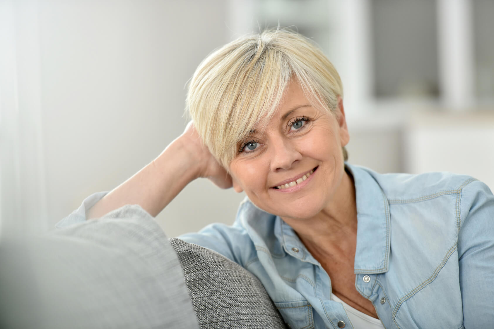 Lady on the sofa with natural looking dentures