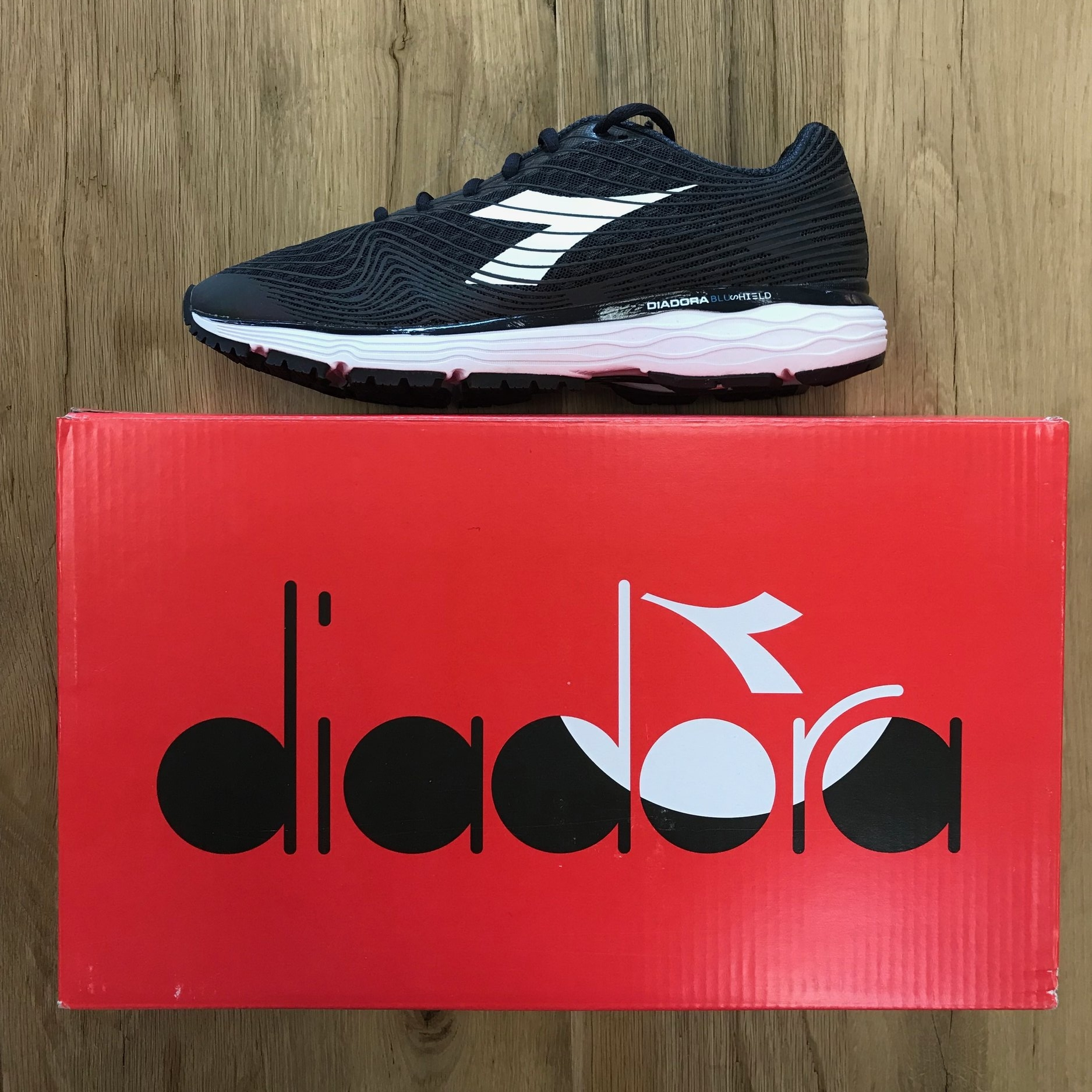 Diadora Mythos Blushield Fly - Women's