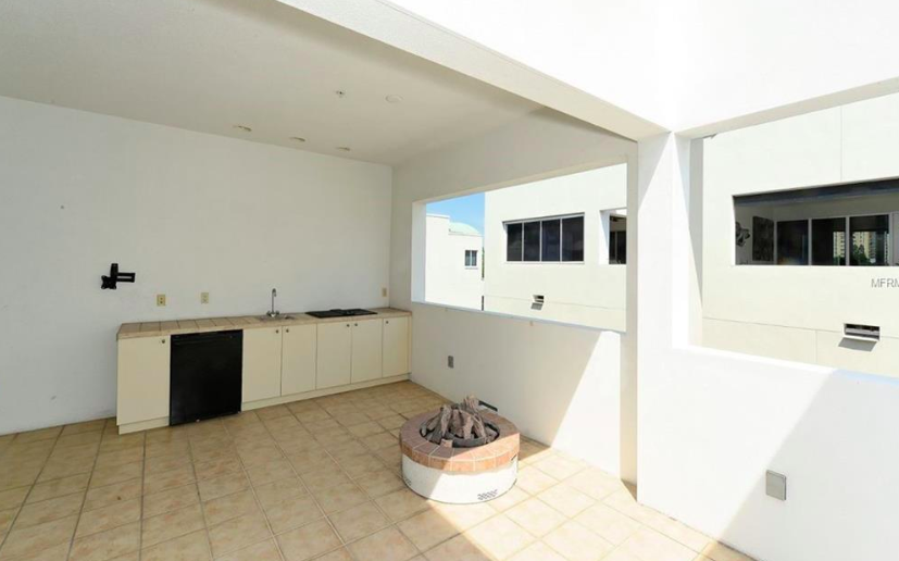 2 bedrooms | 3.5 bathrooms | 2,290 sq ft  3,050 sq ft total including exterior space  Currently listed for $659,000!    (click to view listing.)