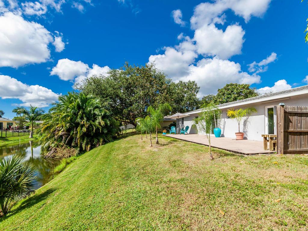 3026 Pinecrest St Sarasota FL-042-40-chpteam42-MLS_Size.jpg