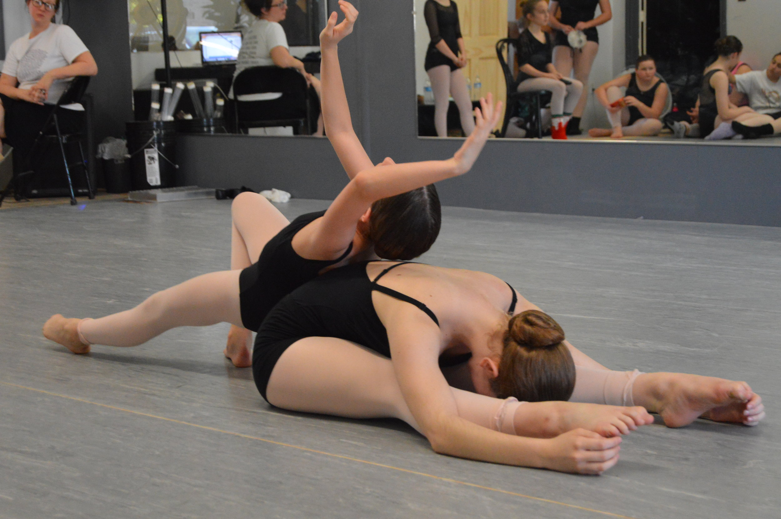 Karaline & Emily, Juxtapose II Dancers, rehearsing 'Stages 1 of 5' in  The Other Side