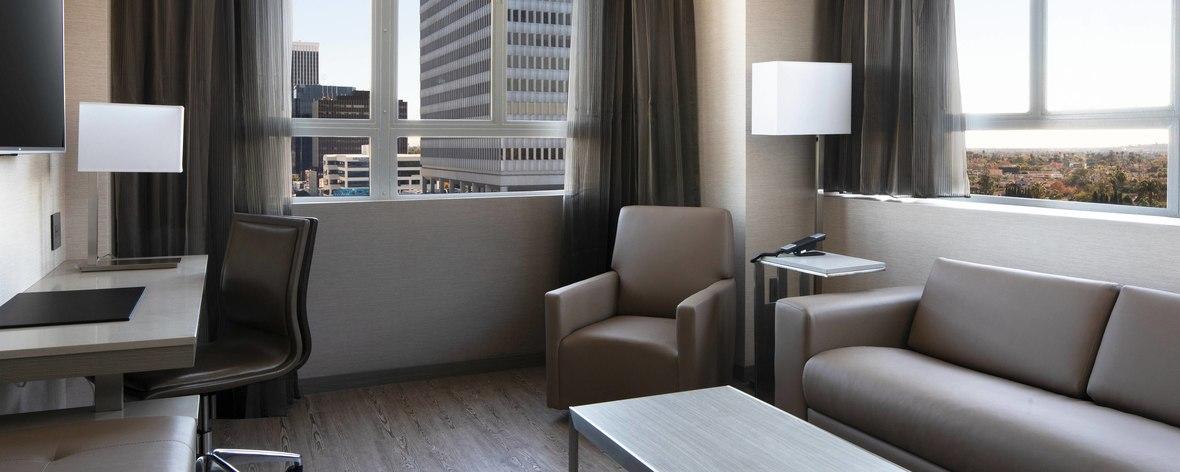 laxab-onebedroom-suite-6726-hor-feat.jpg