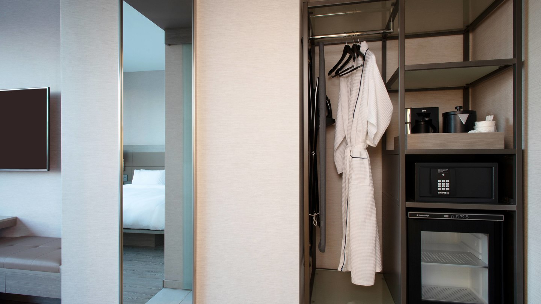 laxab-guestroom-closet-6721-hor-wide.jpg