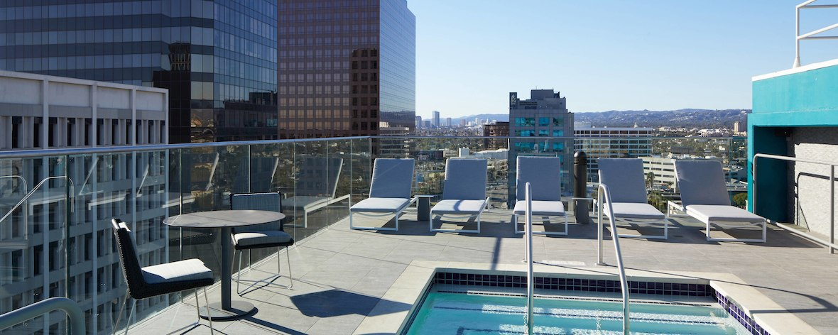 laxab-rooftop-pool-6729-hor-feat.jpg