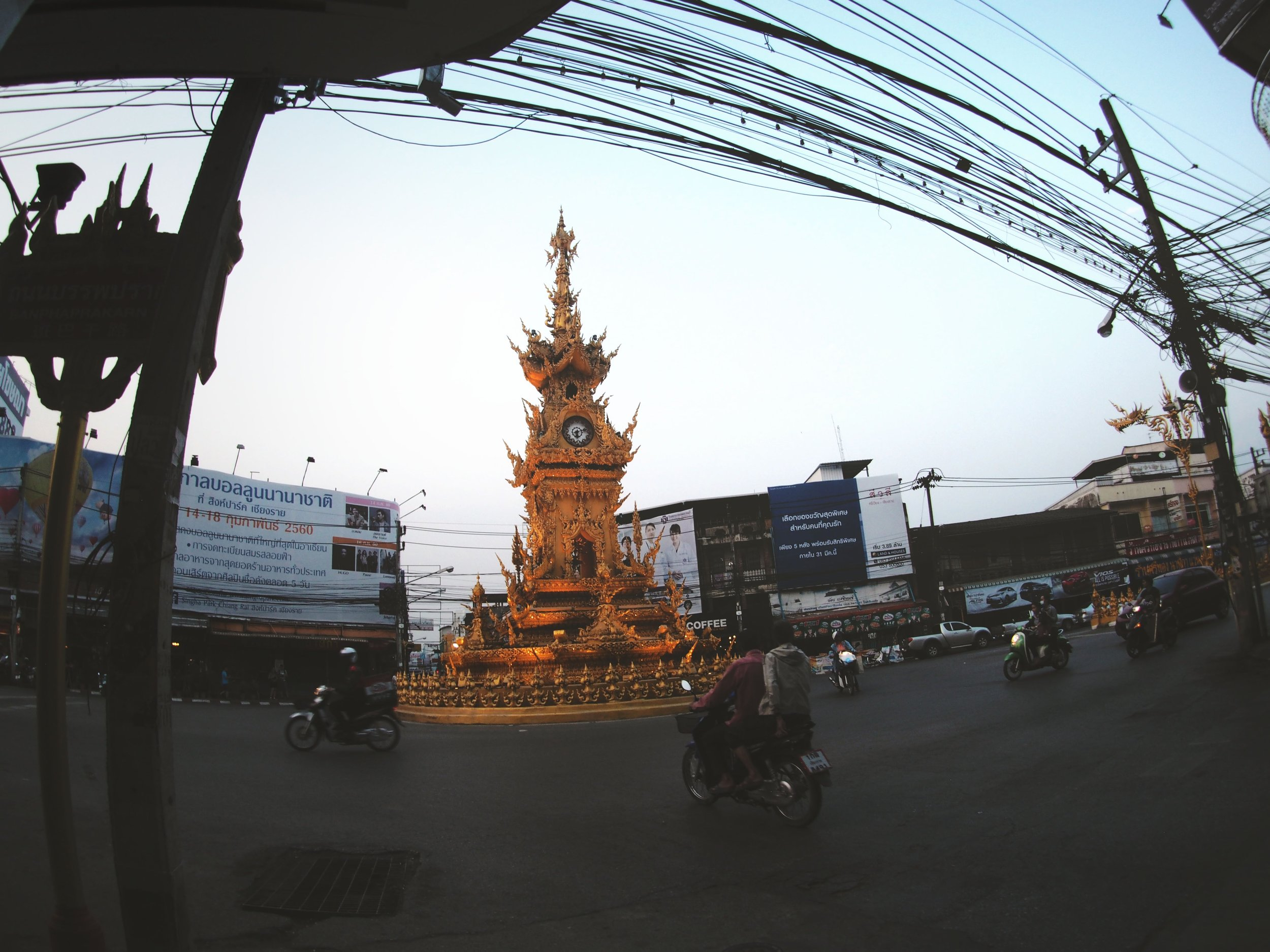 A relatively calm roundabout around the Chiang Rai clock tower.
