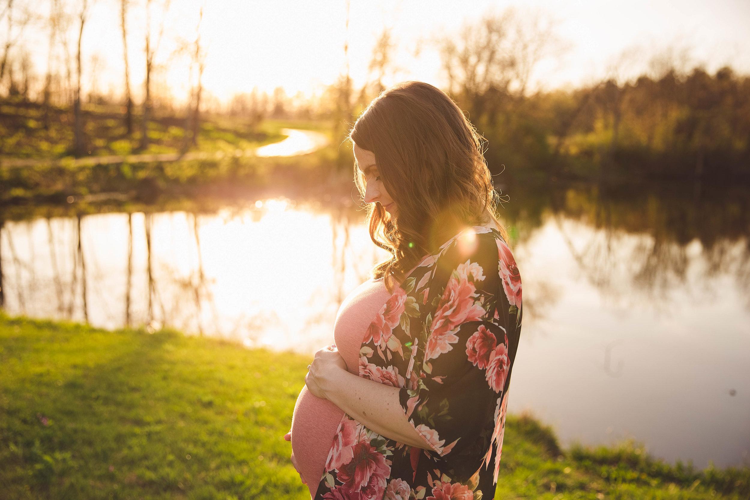 Canal-Winchester-Maternity-Photographer.jpg
