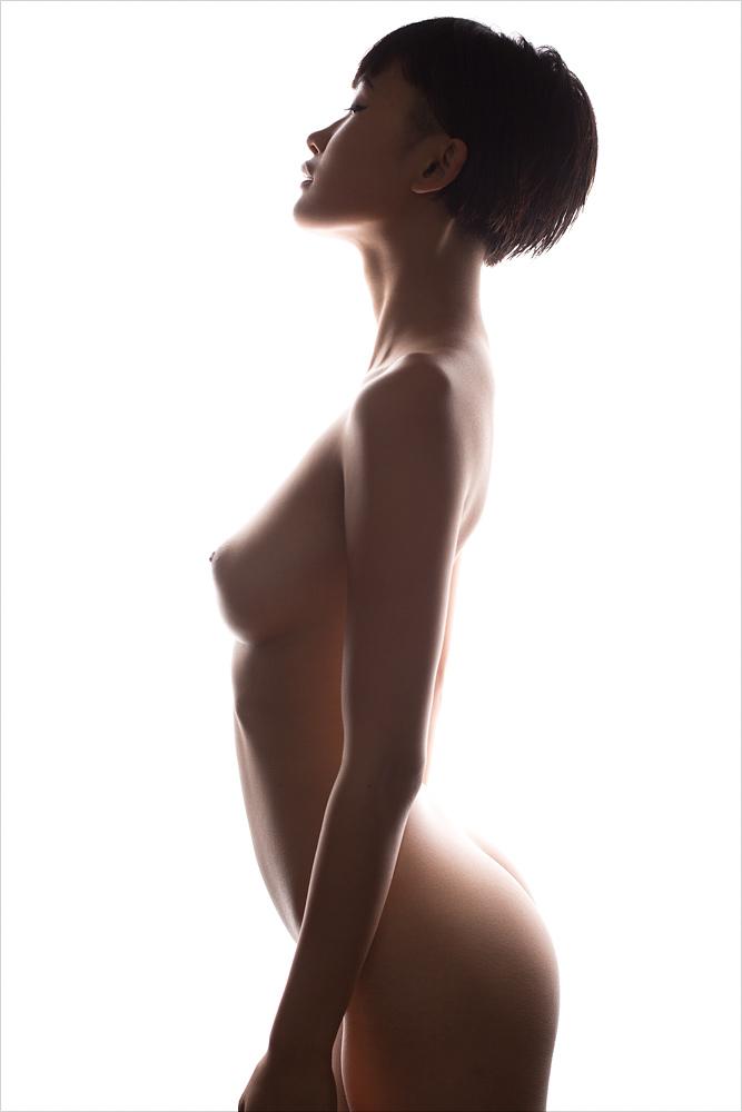 Nudes-Miki03.jpg