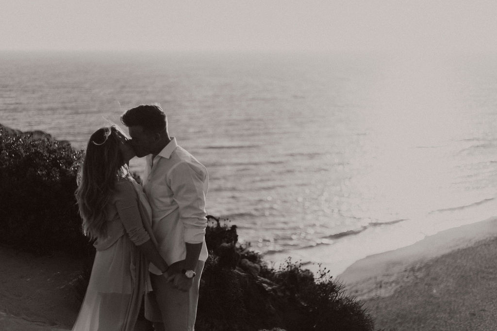 malibu cliff ocean couples session_6579.jpg