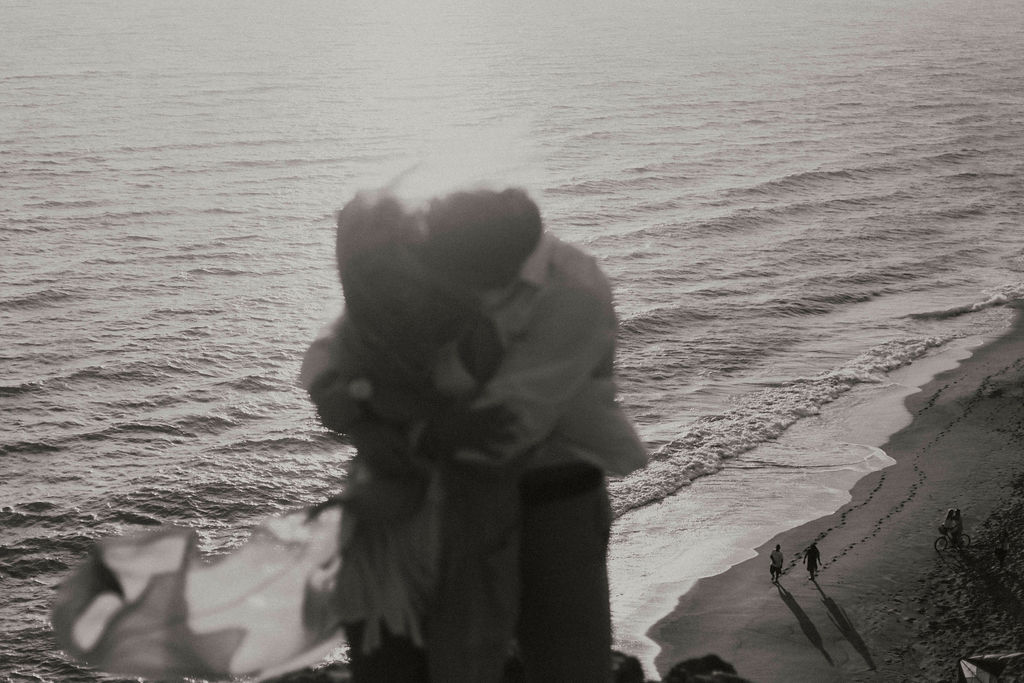 malibu cliff ocean couples session_6851.jpg