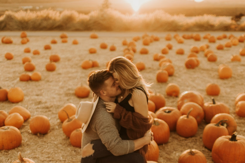 pumpkin patch couples session at underwood family farms_8472.jpg