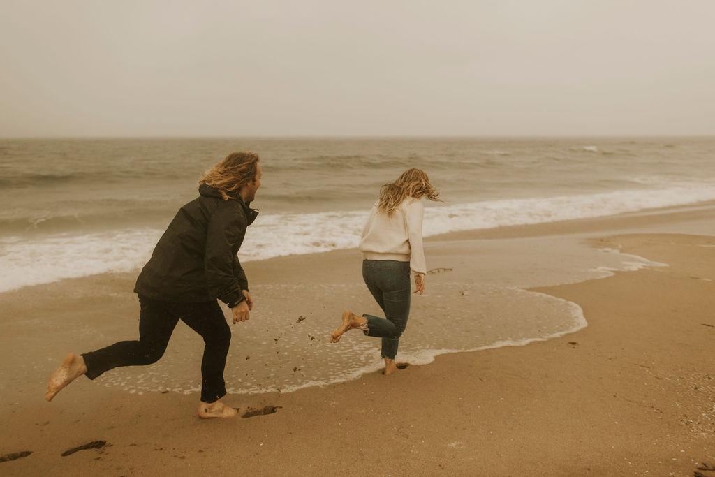 rainy beach engagement session_0647.jpg