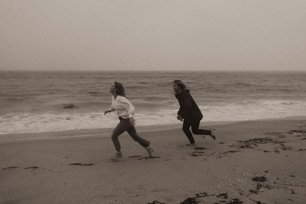 rainy beach engagement session_0655.jpg