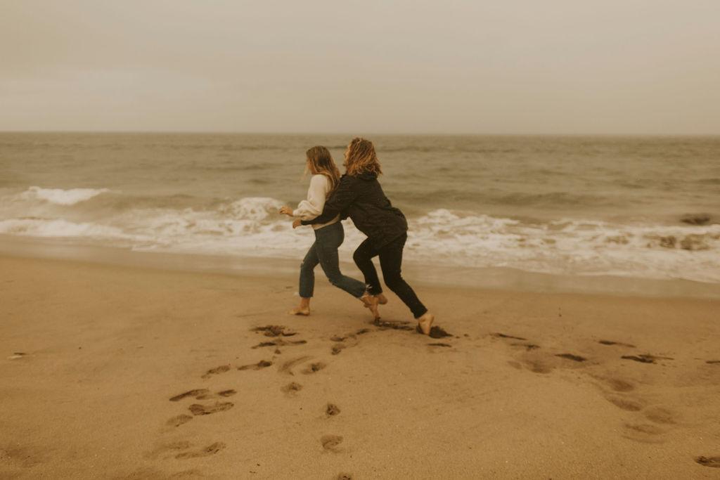 rainy beach engagement session_0657.jpg