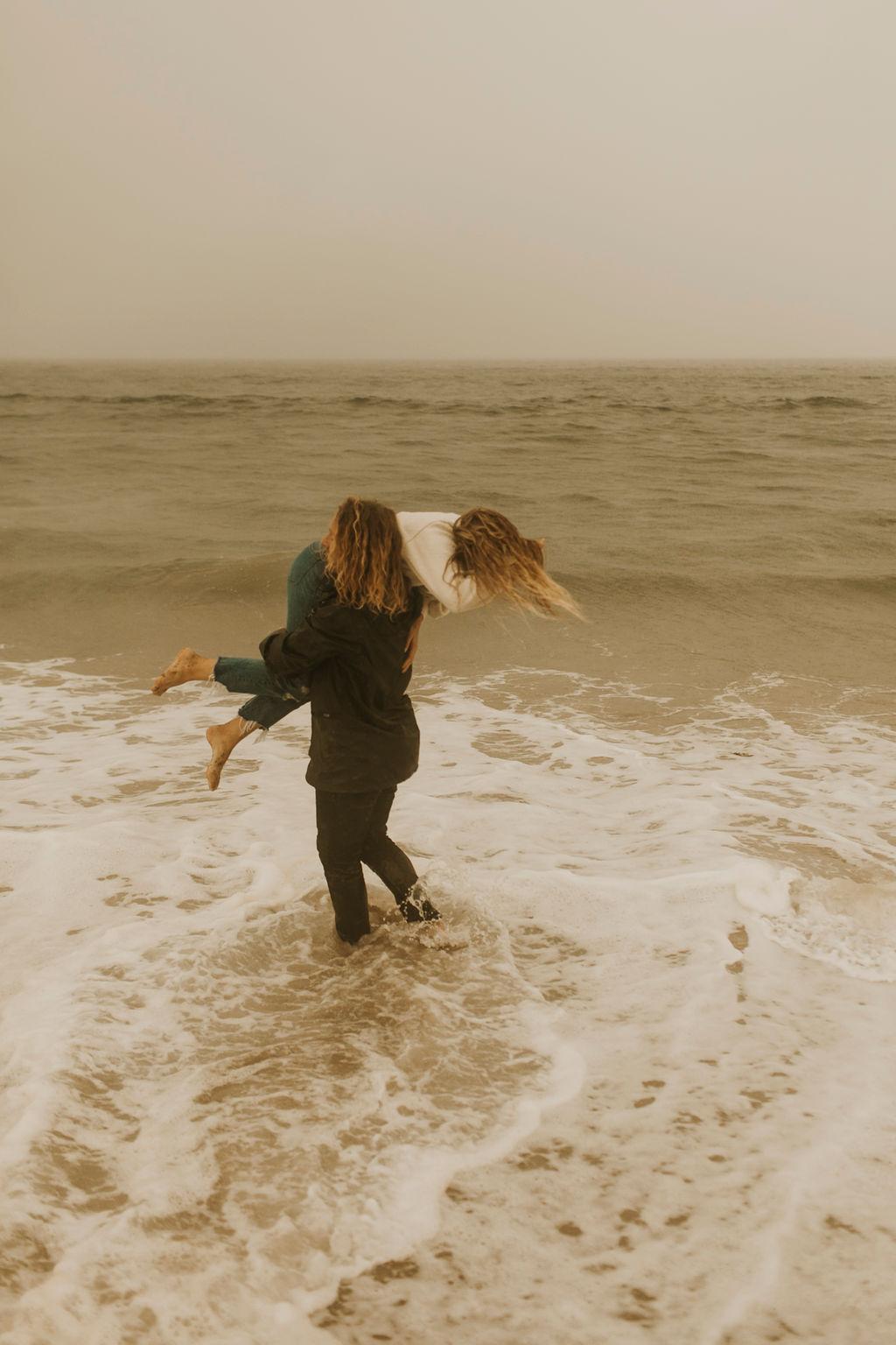 rainy beach engagement session_0669.jpg