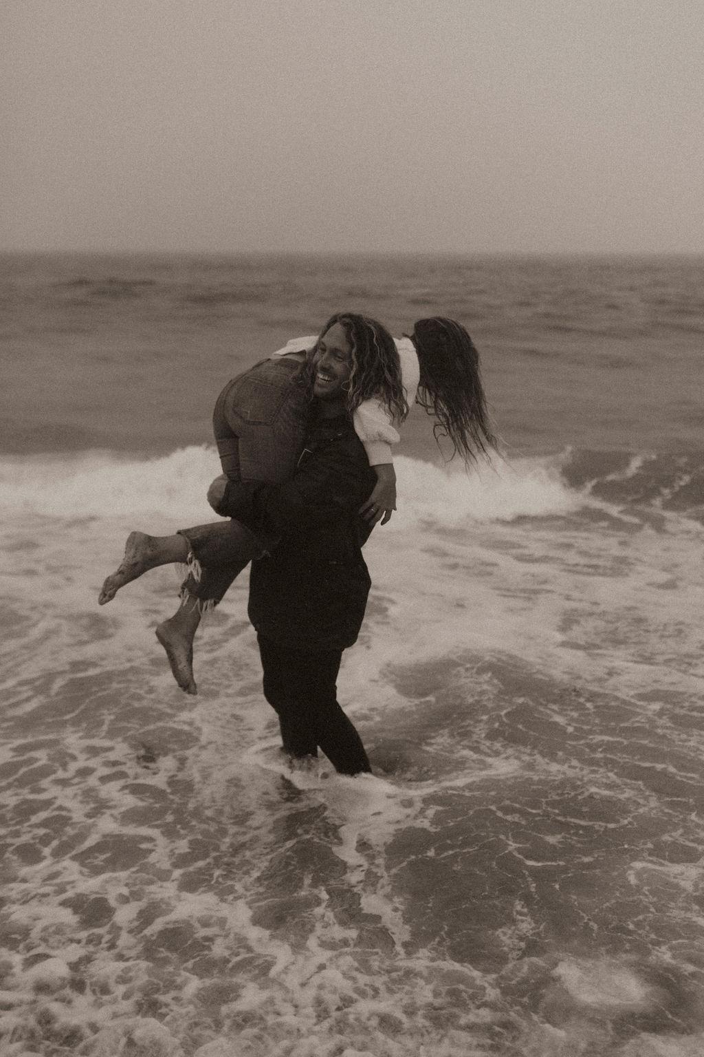 rainy beach engagement session_0671.jpg