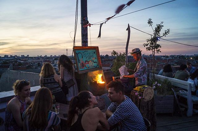 This summer's been a beauty and keeps filling me with gratitude for being able to do what I love Photo by Shane Paige / @arkwolf258 . . . #nightfall #rooftop #berlinsummer #klunkerkranich #summer2018  #streetwriters #feierabend #twilight #berlinsummer #berlinskyline #typewriter #wrappingup #sommer2018 #kesä2018 #kesäfiilis