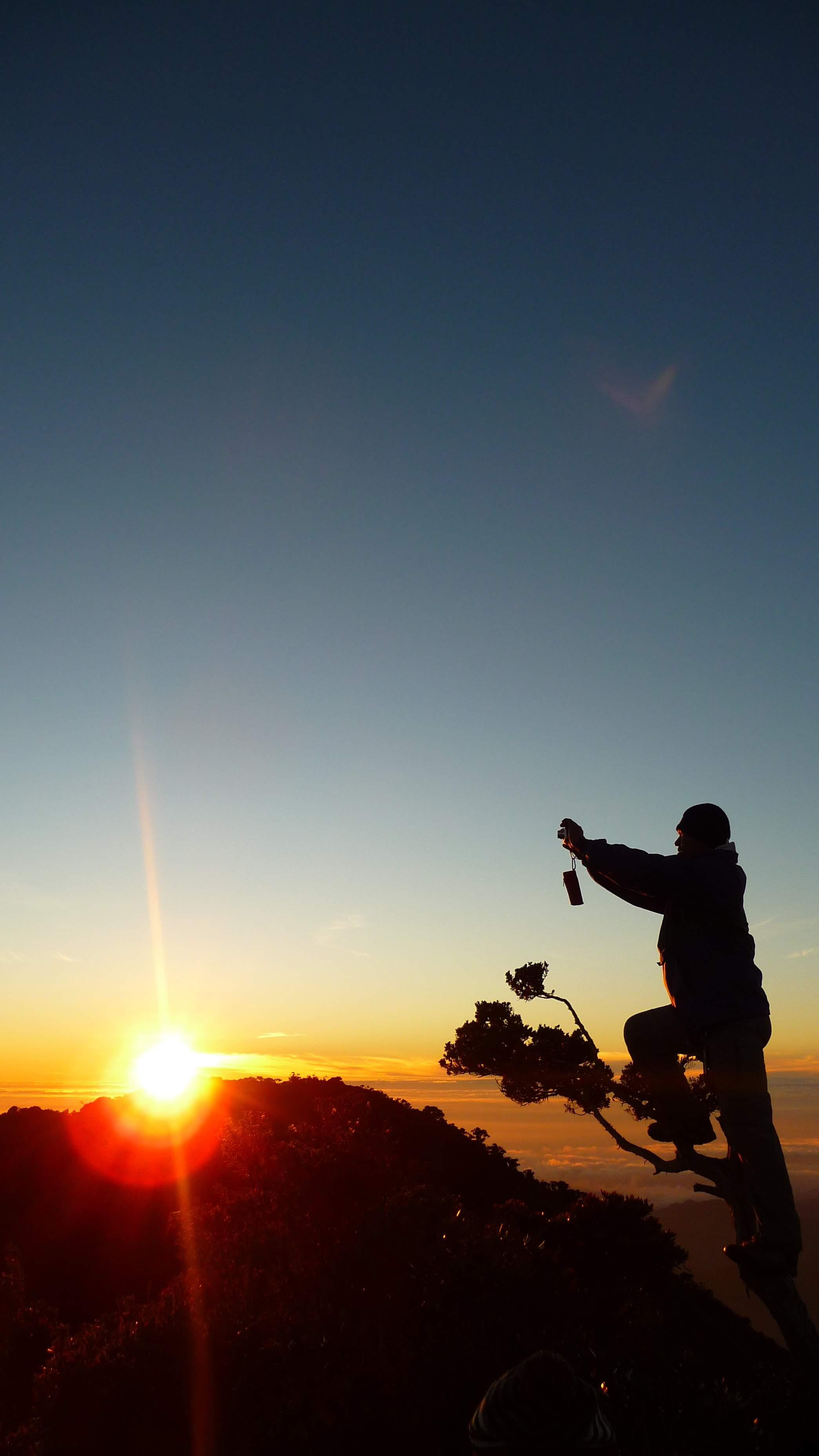 dawn-photographer-summit-of-mt-napulawan_7828585626_o.jpg