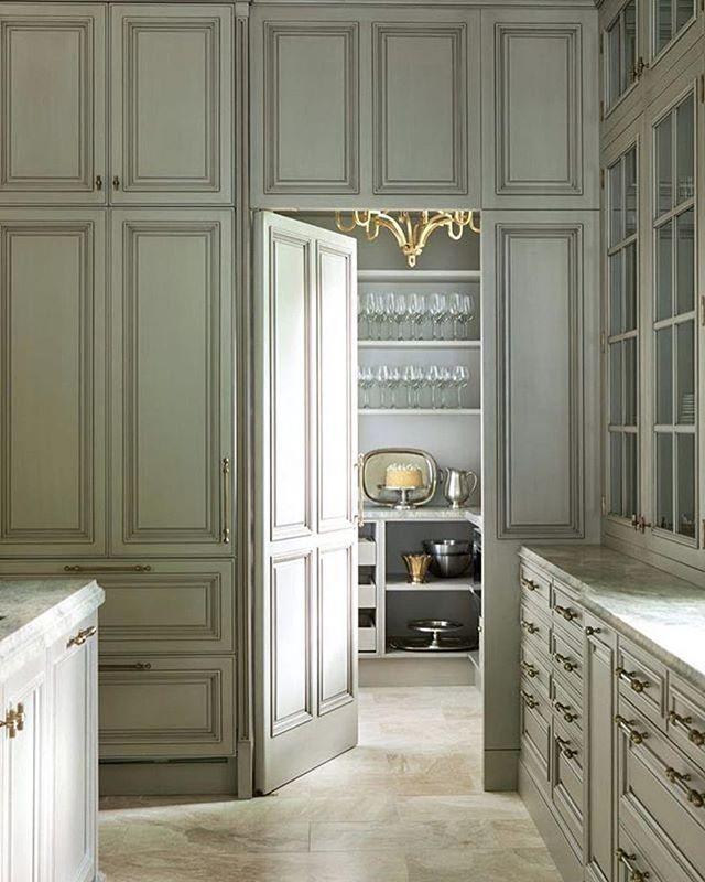 A #butlerspantry with #seriousstyle by @matthewquinndesign via @atlantahomesmag via @marieflaniganinteriors . . . #trimcarpentry #cabinetry #cabinets #cabinetdoors #secretdoor #secretdoors #luxury #luxe #luxeliving #luxurykitchen #luxekitchen #kitchendesign #kitchencabinets #greykitchen #greycabinets #carpentry #pantry #pantrygoals #pantrydoor #interiors #interiordesign #interiordesigner #interiorinspo #kitcheninspo #kitchendesign #kitchendecor #pantrydesign