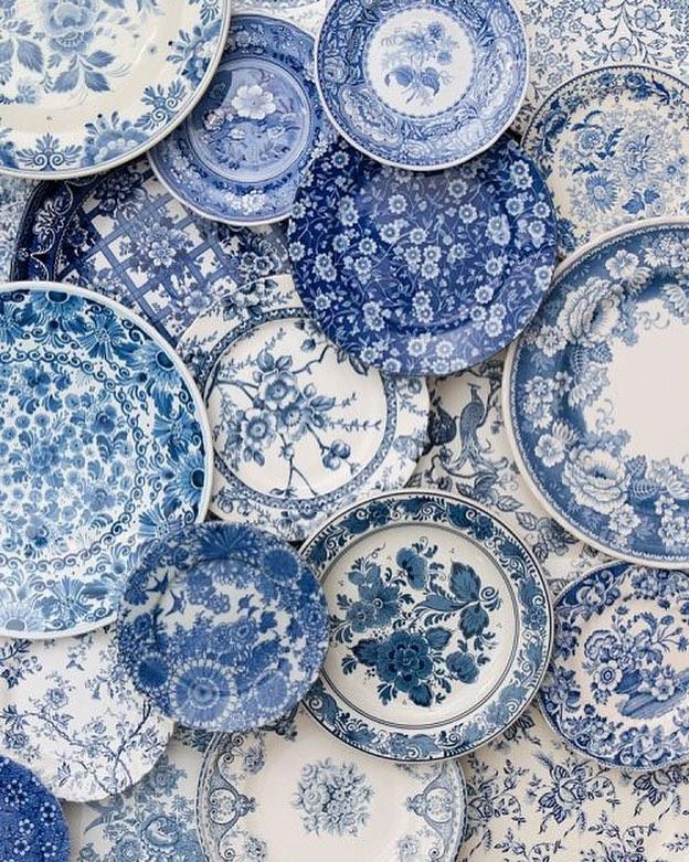 #blueandwhite via @casadeperrin . . . #blue #white #china #porcelain #decorativeplate #decorativeplates #blueplates #blueplate #finechina #bluechina #decorativechina #plate #plates #traditonaldesign #traditional #iamtraditional