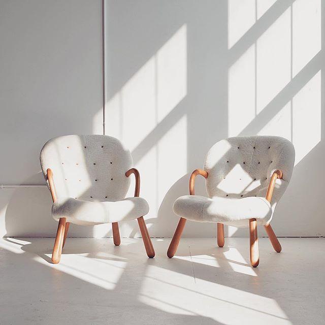 #ChairEnvy via @nealbeckstedt - Pair of shearling covered Philip Arctander 'Clam Chairs', circa 1940s #nealbeckstedt #vintagefurniture #danishmodern  #philiparctander #shearling #clamchair #1940s #modernvintage #vintage #white #furnituredesign #modernfurniture