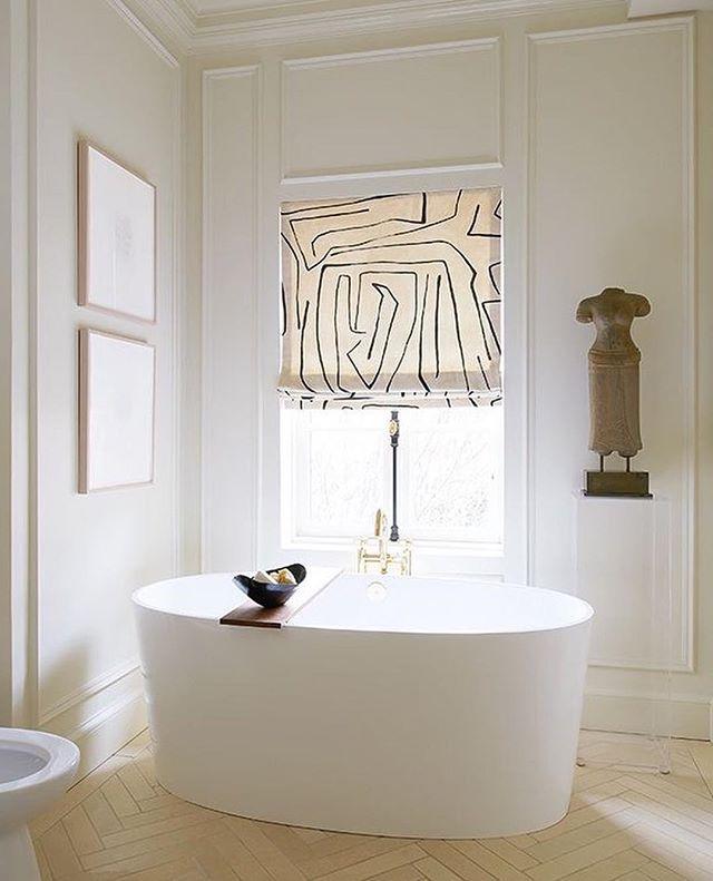 Inspiring bathroom by @reallyndareeves from @houseandhomemag #interiors #interiordesign #bathroomdesign #whitedecor #whitebathroom #freestandingbath photo: @alexlukey