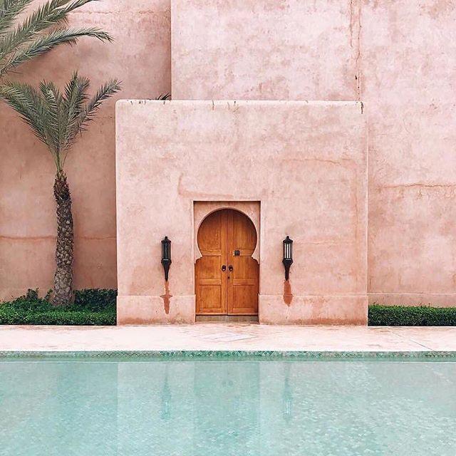 #pastel dreams at the @amanjena_resort #marrakech #morocco by @sarahirenemurphy . . .  #moroccanstyle #moroccanarchitecture #marrakesh #pastelpink #amanhotel @aman #palmeraie