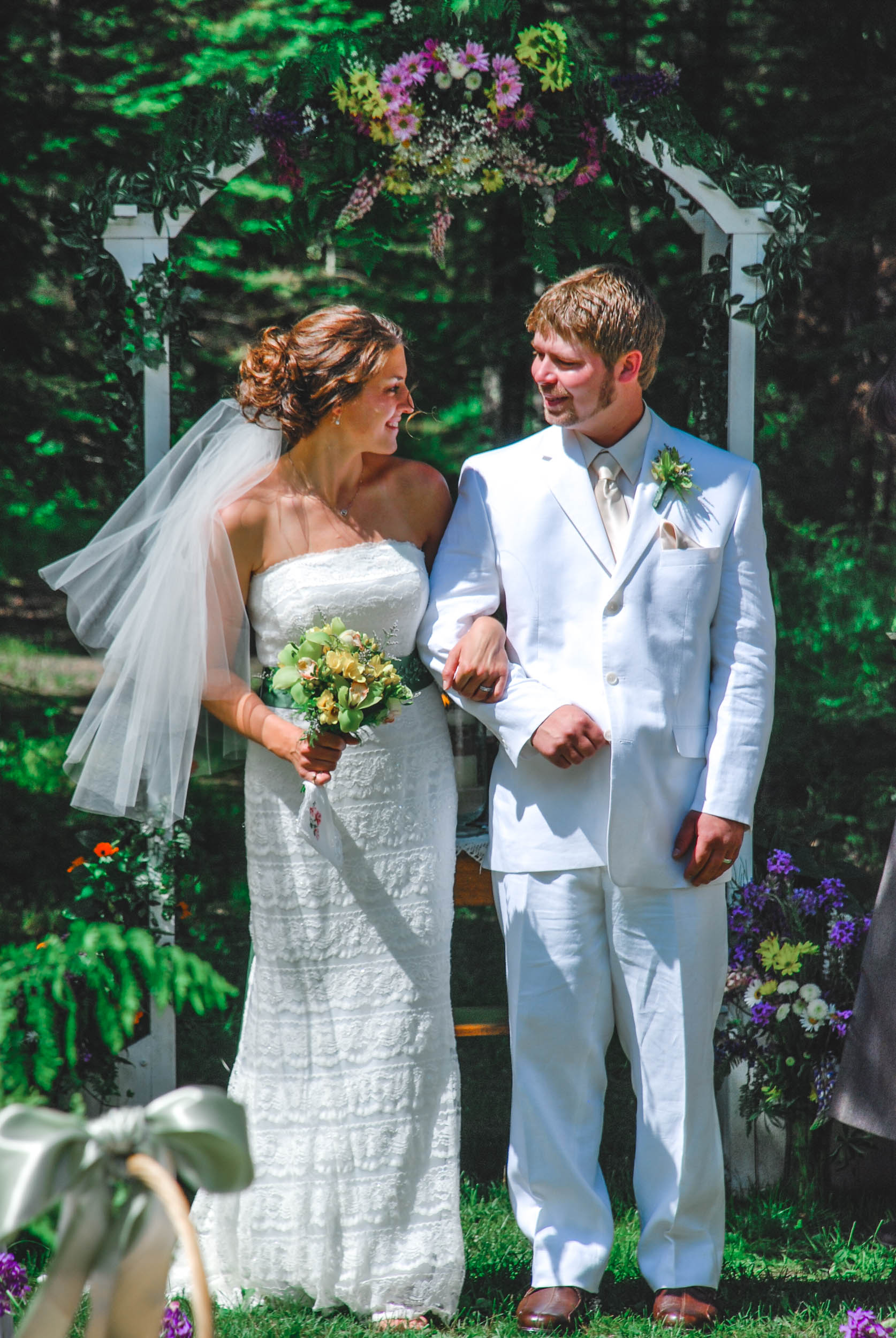 Sunny backyard wedding Green Bay, Wisconsin