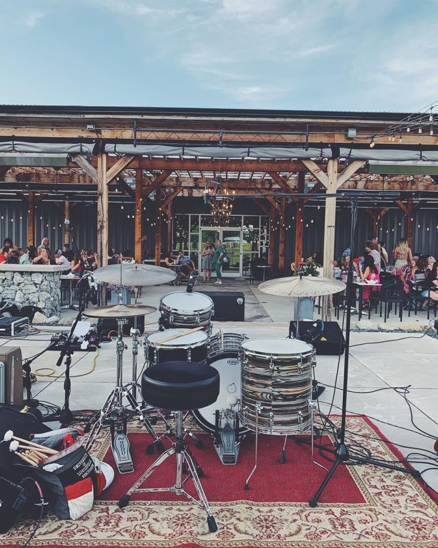We had such a great time at TWO-EE's Winery over the weekend!  We will be playing at The Stable in Pendleton this Friday night (6/14) from 8-11p!