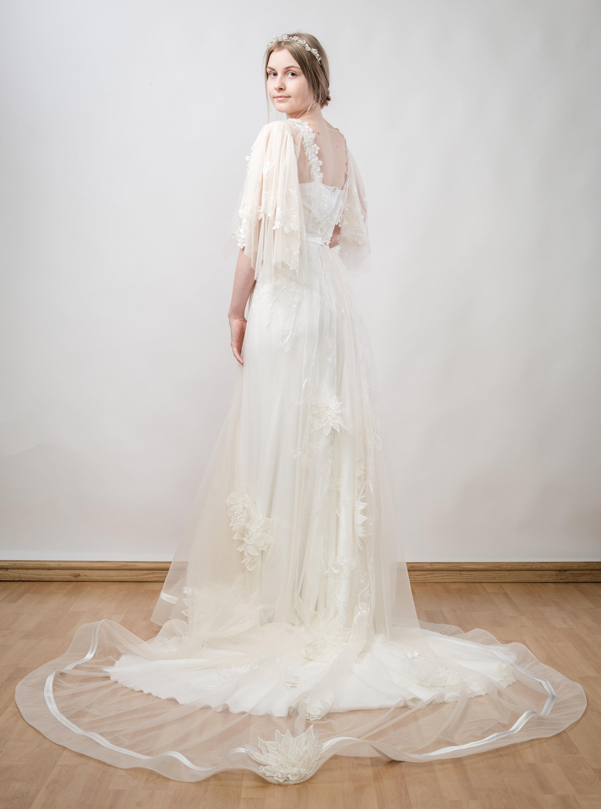 DRESS DESIGN— RTW05  PRICE—£3000