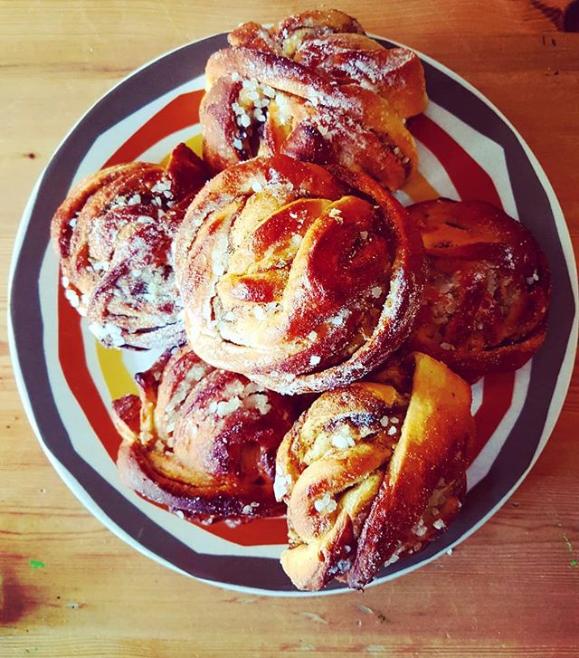 'Twas all about the cardamom buns today. Great parcels of joy from @brettandbailey which are now all gone 😓 . . . #cardamombun #cardamombuns #buns #cake #sweettreat #instacake #cakeface #lovecake #kannelbullar #scandinavian #swedishbaking #brettandbailey #cpmarket #CrystalPalace #foodmarket #foodblogger #londonblogger #instayum #shoplocal #smallbiz #localeconomy #pastry #pastrylove #eats #igfood