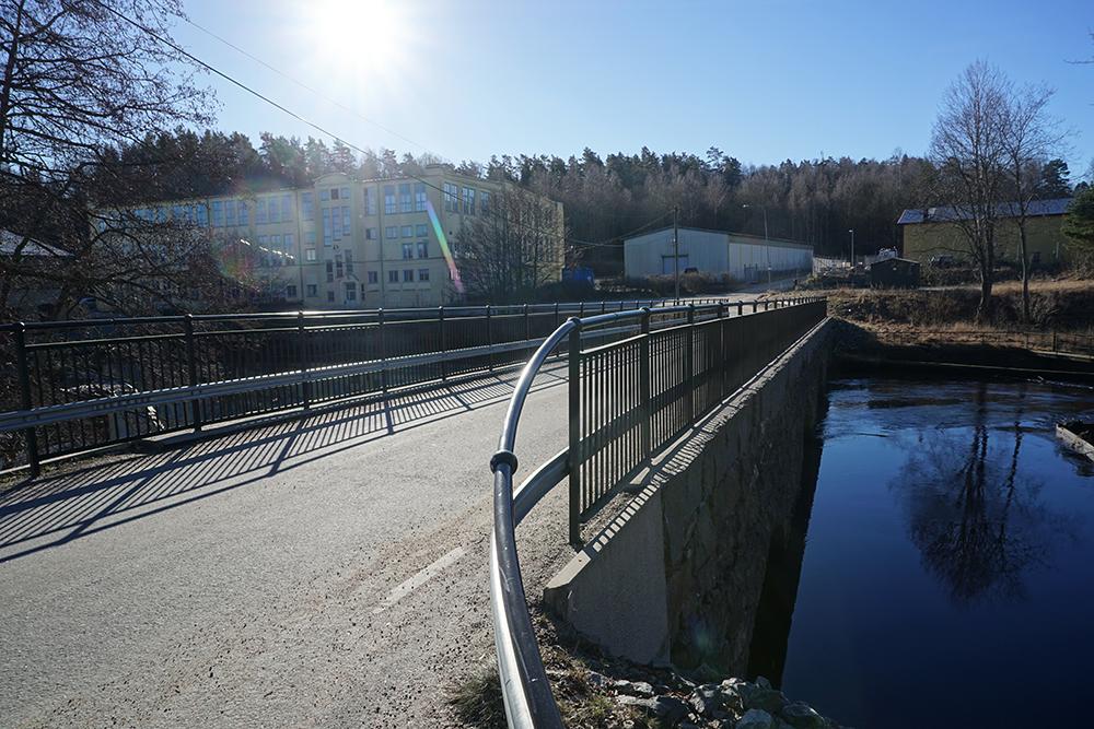Bakgjutning och nya kantbalkar på stenvalvsbro i Fritsla  Trafikverket, 2012