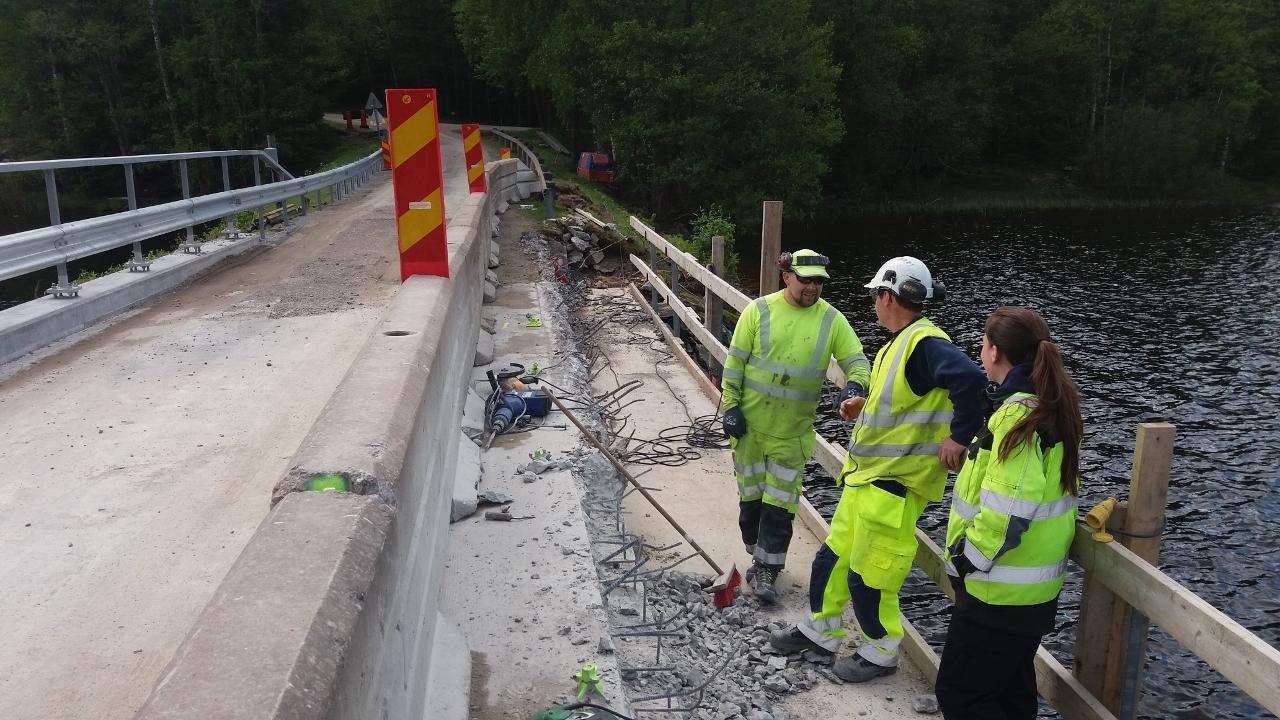 Nya kantbalkar på bro över Södra Kornsjön, Bullaren.  Trafikverket 2016