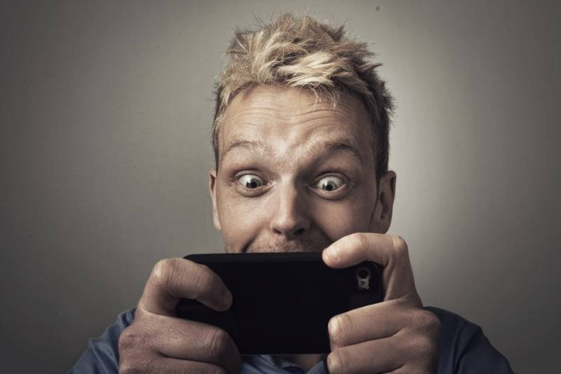 smartphone addict.jpg