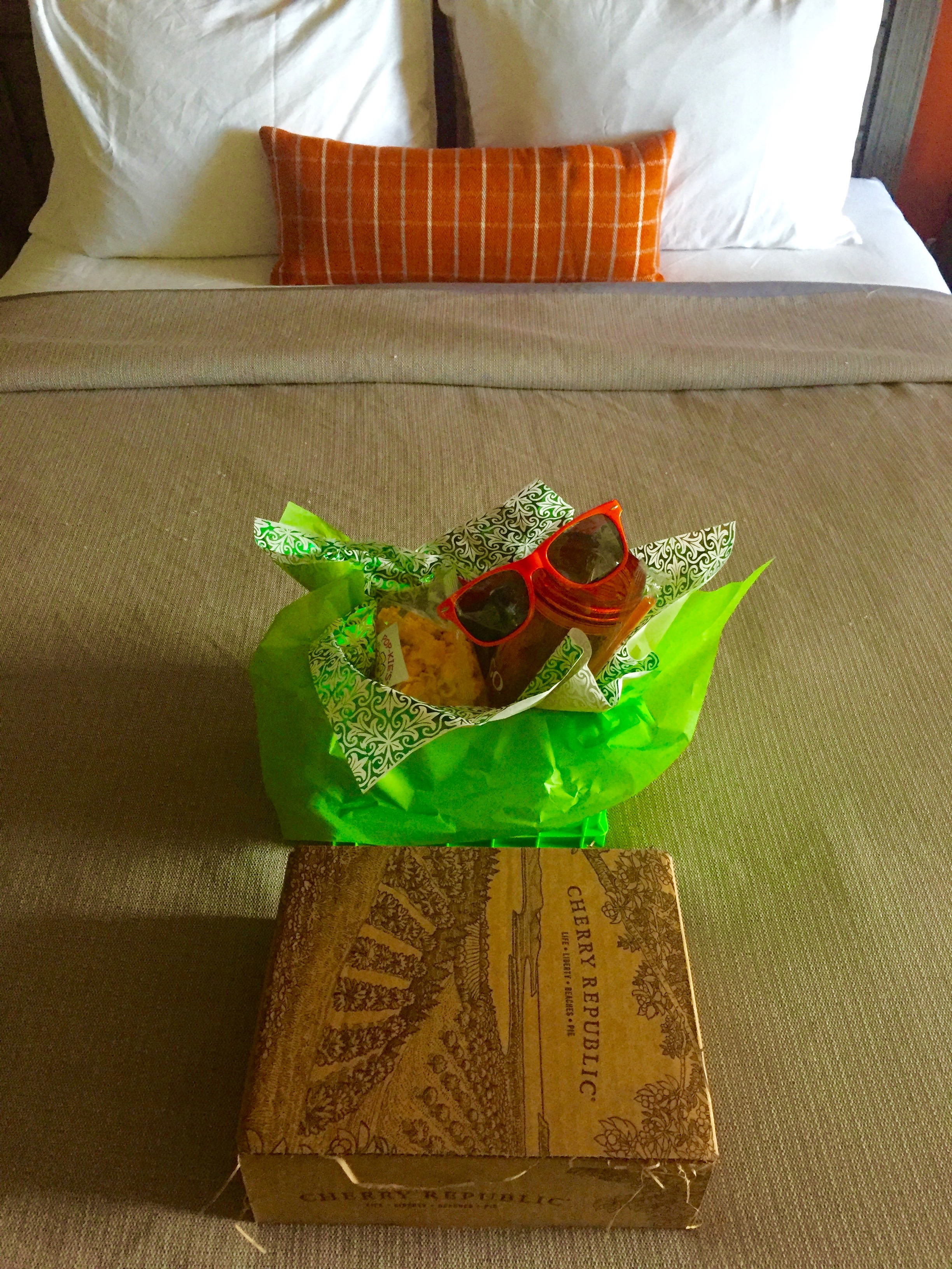 Participants received a gift package featuring local products as they entered their hotel rooms