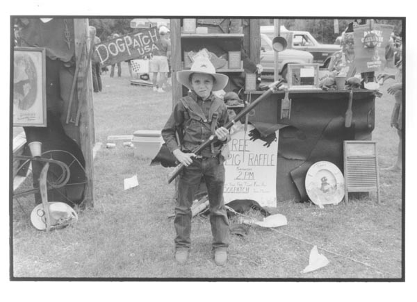 boy with gun chili showmanship.jpg