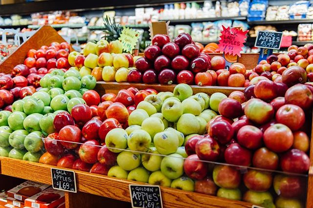 Beautiful fresh fruit to kick off the week! @ac_superette
