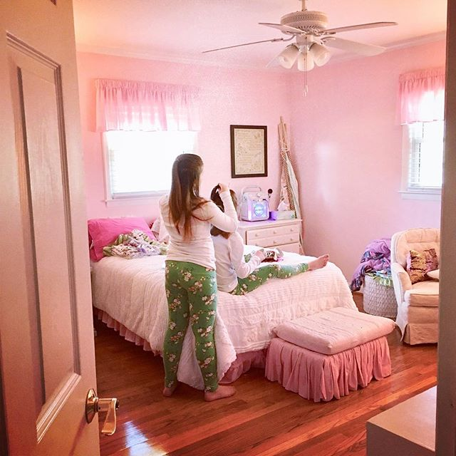 The girls were out of school on Friday and I walked by their bedroom to find them dressed alike and Cadence fixing Ella's hair. 😍 They are growing so fast and this week the ballet slipper pink bedroom walls are being painted over. #slowdowntime #sisters #friends #thankfultheyhaveeachother