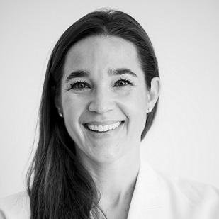 Kelly Rodney Arnold, M.D.    Directora Médica  kelly@clinicamedicos.org
