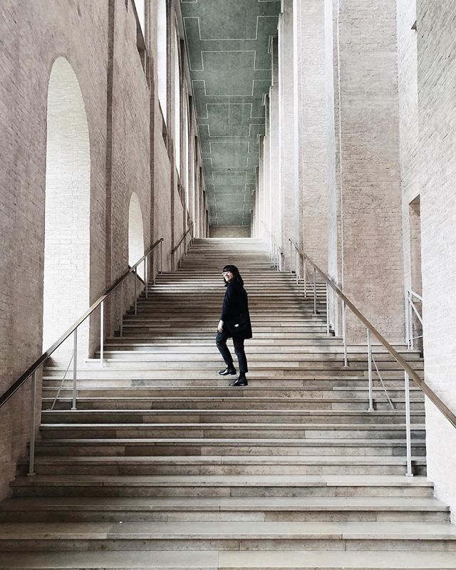 When at @pinakotheken of course I had to take a picture at the beautiful staircase at #altepinakothek.  s/o @hendriksell . . . . . . . . . . #travel #welltravelled #getoutdoors #lensbible #aesthetics #ig_europa #worldcaptures #justgoshoot #vscobest #vsco #minimalmood #minimalhunter #architecturephotography  #archdaily #architecturelovers #architecture #museum #urbantravels #contemporaryart #arthoe #arthistorystudent #arthistorian #museumselfie