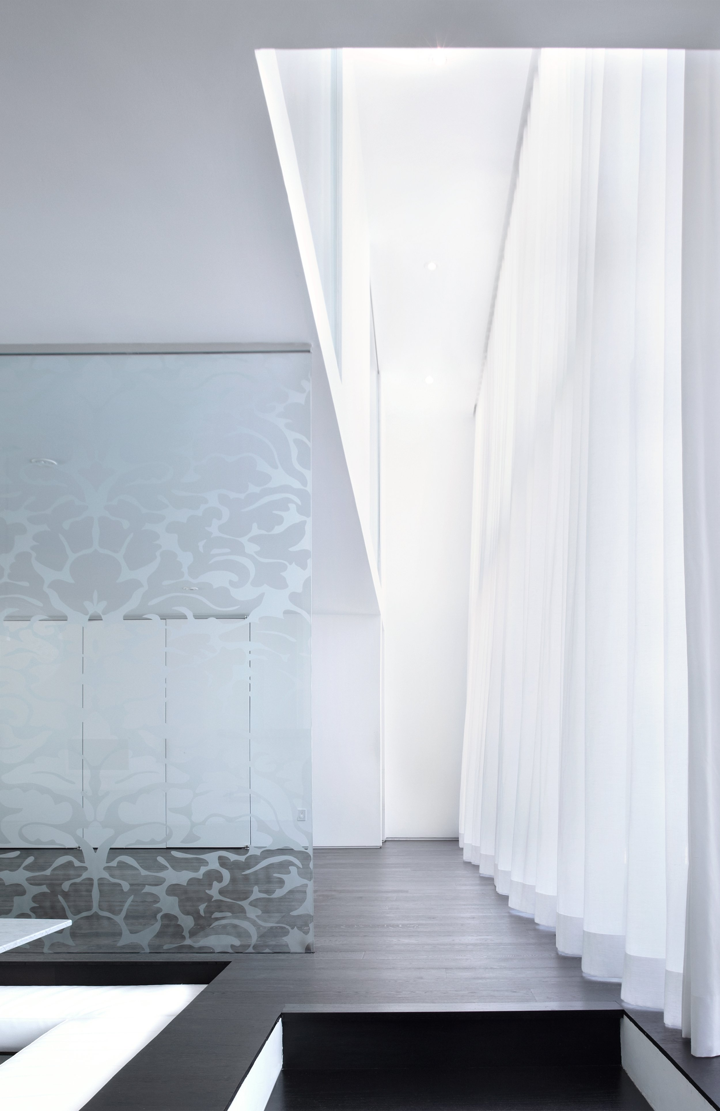 House 60 - back wall two storey pattern glass
