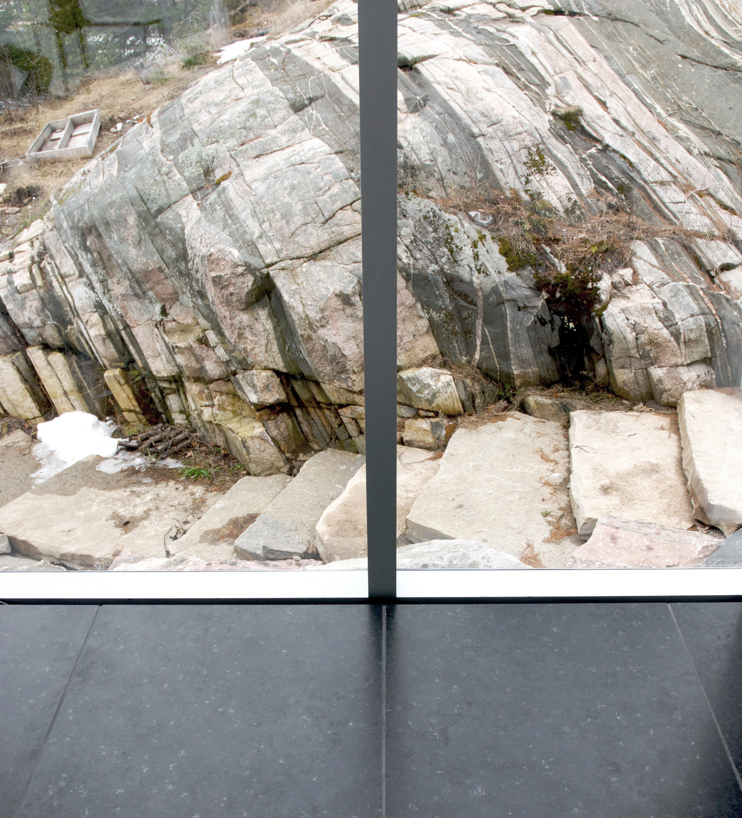 Glass Boat House - detail window glass edge black porcelain tile