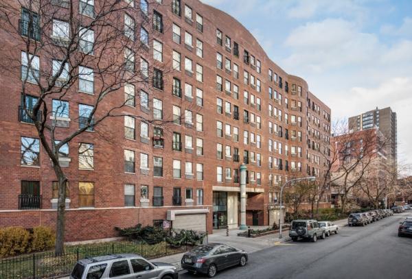 711 GORDON TERRACE   Location: Chicago Description: 8-story building, 96 condominium residences Completed: 1980