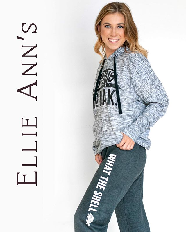 It's getting comfy in here! Our loungewear is on and we're ready for the long weekend! What are your #laborday plans? Staying in or venturing out? . . . . #ellieannsinteriordesign #dakweardesigns @dak_life #bottineau #lakelife #lakemetegoshie #august #fallfashion #ootd #momstyle #backtoschool #interiordesign #cozycomfycute #cozy #athleisure #bellacanvas